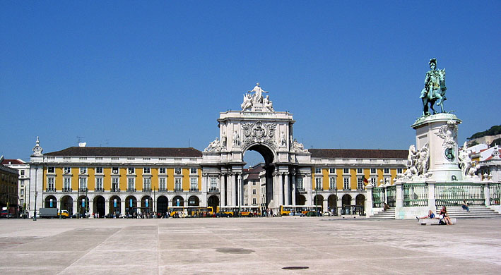 Praça do Comércio, Arco do Triunfo and statue of D. José I